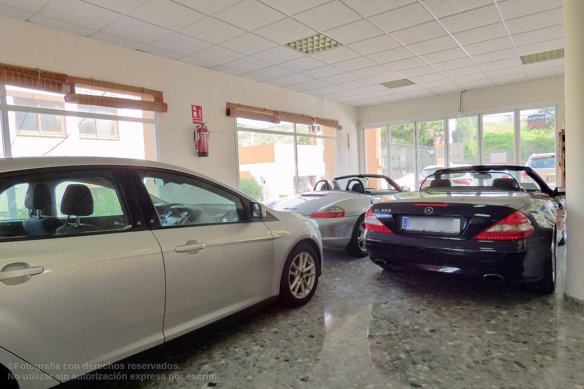 Exclusive Property. Commercial Building in the heart of Nueva Andalucia and next to all kind of serv,Spain