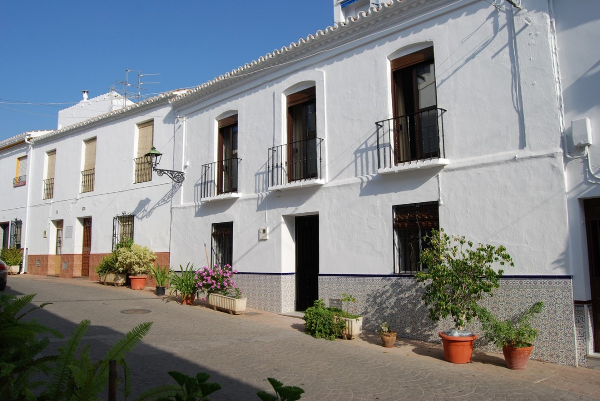 Townhouse Torrox  Large townhouse with 2 garages Large refreshed townhouse with 2 floors in a quiet ,Spain