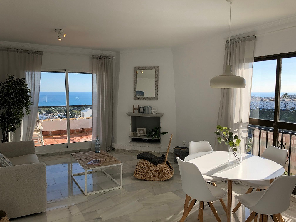 If you are looking for panoramic sea views... This beautiful ready to move in corner apartment is lo, Spain