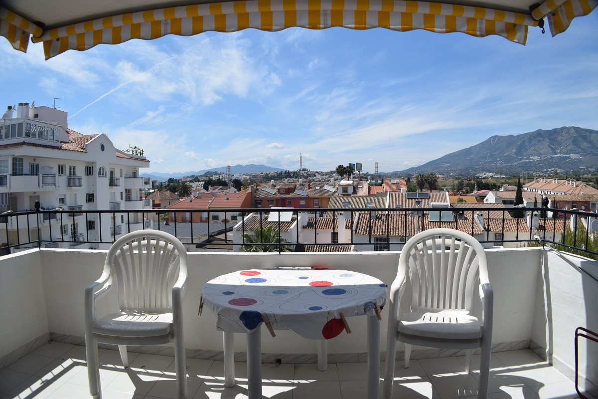 Bright through the house apartment in perfect condition in Los Boliches Pueblo Cristina. Spacy rooms, Spain