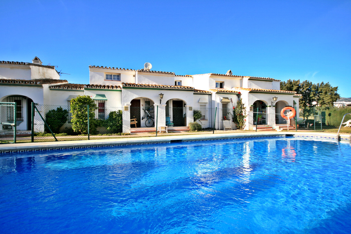 Large 2 bedroom front-line golf townhouse recently modernised with unspoiled panoramic golf views! T,Spain