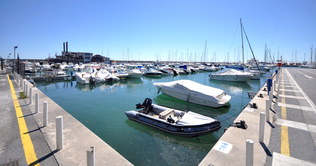 Nice apartment located in Puerto Marina, one of the most famous sports ports in the province of Mala, Spain