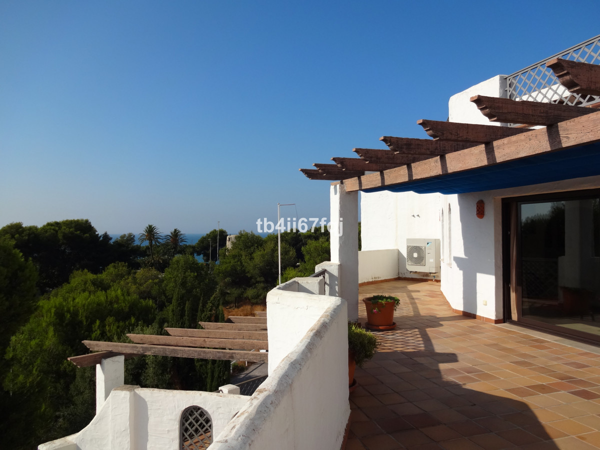Immaculate and very spacious apartment in Coto Real Golf, Rio Real, Marbella East. 2 bedrooms and 2 ,Spain