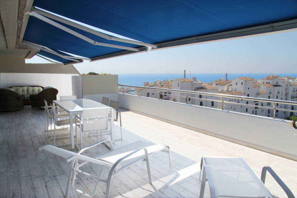 MAGNIFICENT AND BRIGHT PENTHOUSE APARTMENT TOTALLY RENOVATED AS NEW,  SITUATED IN THE HEART OF PUERT, Spain