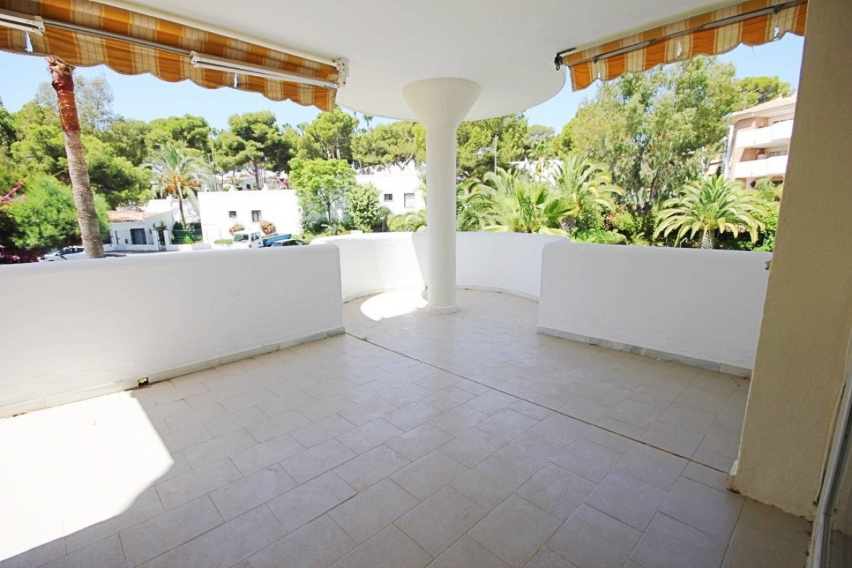 Located on a first floor with NO LIFT. Excellent 3 bedrooms apartment newly renovated, 2 completely , Spain