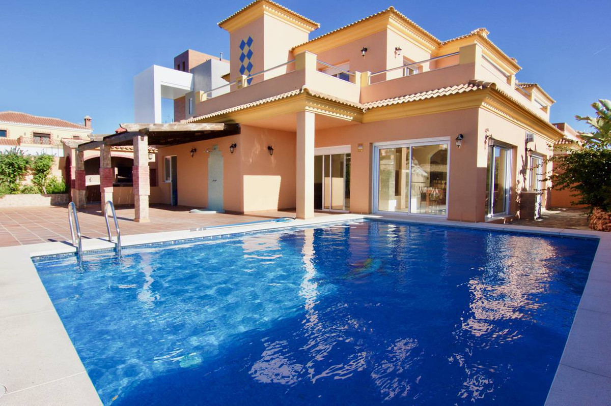 Villa in Benalmadena Costa, 6 bedrooms 6 baths. Luxury finishes. located in one of the best resident, Spain