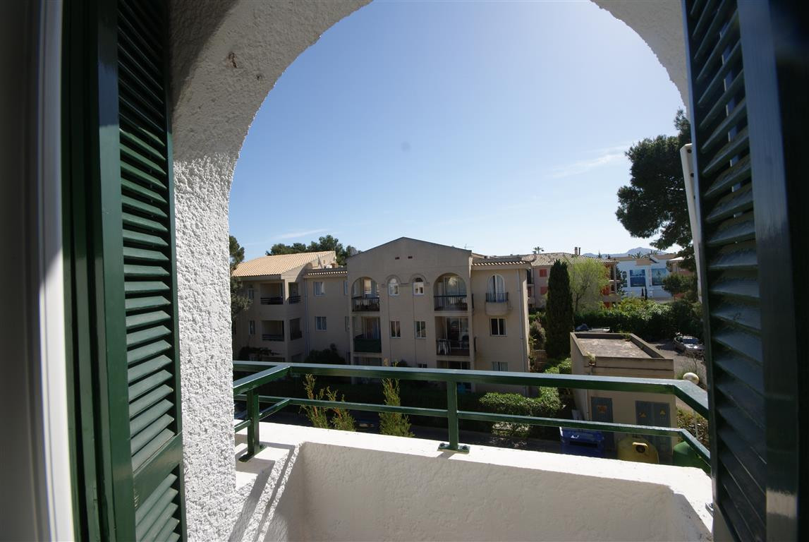 Lovely and bright top floor apartment ideally located in the center of Pinaret, only 150 m to the wh, Spain