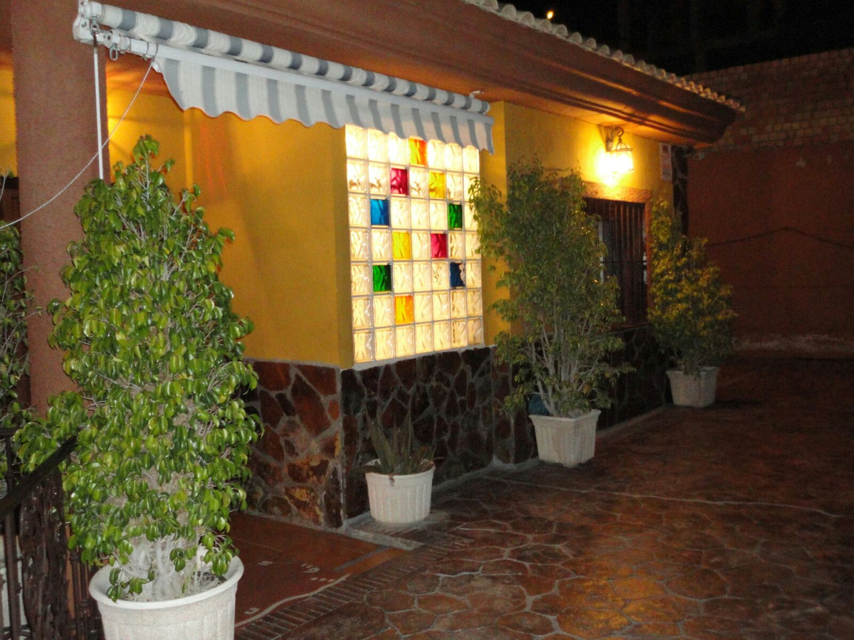 Villa in one of the best areas of Benalmadena. Easy access to the highway. The house, in a plant, co,Spain