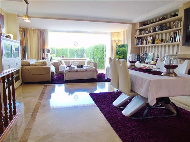 Beautiful townhouse in Xarblanca, prestigious area only 4 minutes distance to the center of Marbella,Spain
