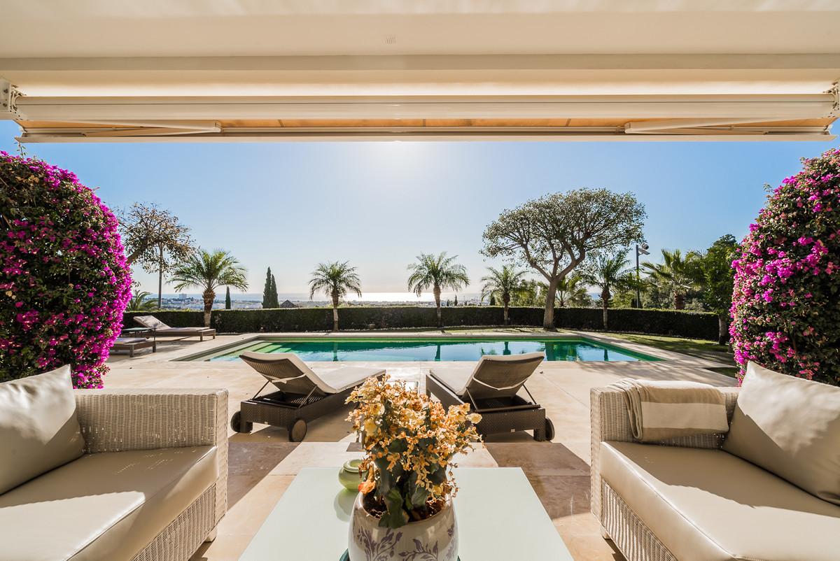 Detached Villa, La Quinta, Costa del Sol. 5 Bedrooms, 6 Bathrooms, Built 700 m², Terrace 200 m², Gar,Spain