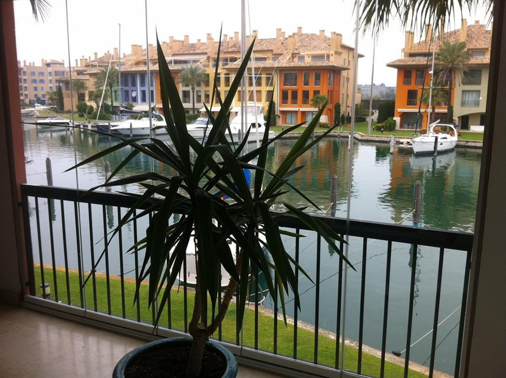 Nice apartment in the Port of Sotogrande next to the club of tennis Court and Club Nautico. The beac,Spain