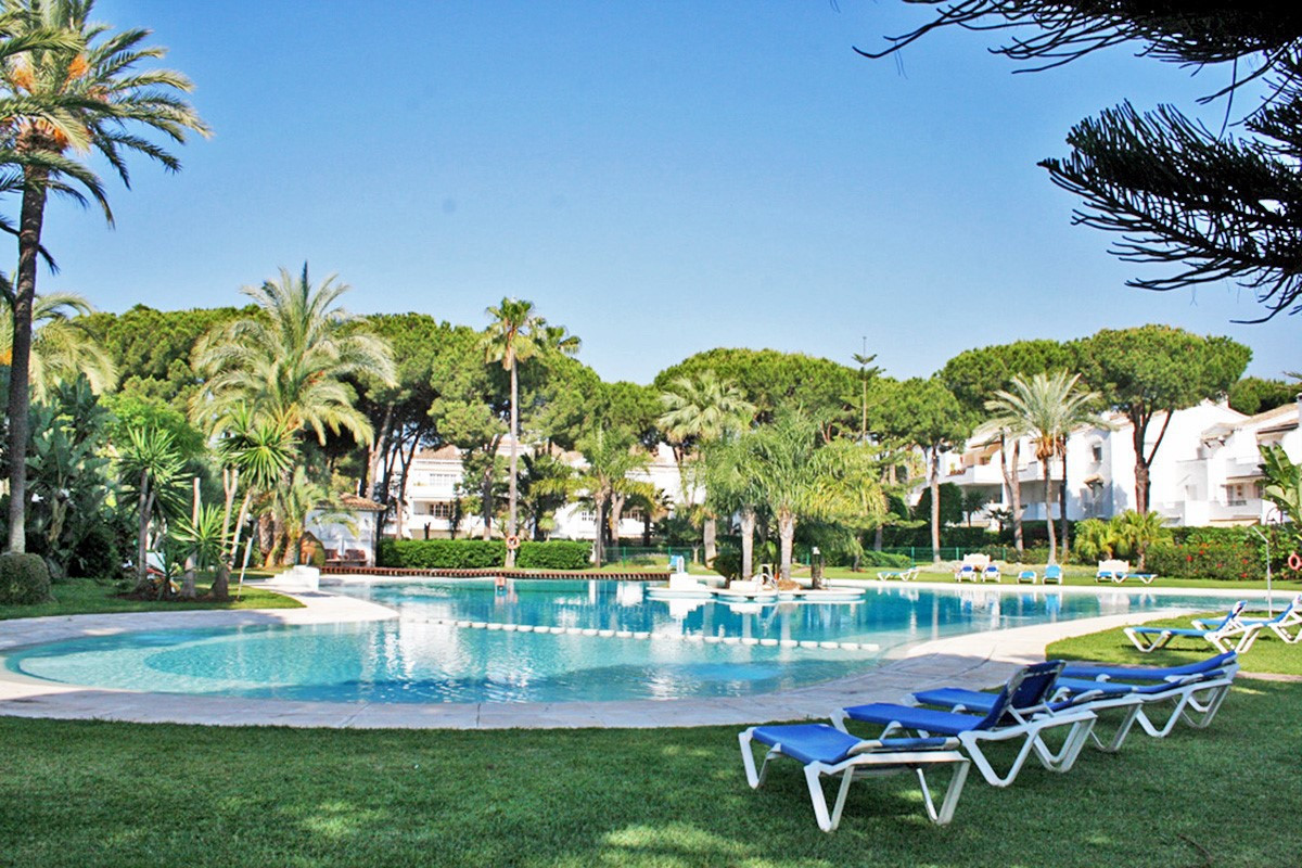 BEACH SIDE APARTMENT IN EL PRESIDENTE  Very large 2 bedroom, APARTMENT in one of the most demanded B, Spain