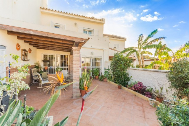 Beautiful townhouse in Sohail Castle area close to the beach and amenities.  It is distributed as fo,Spain