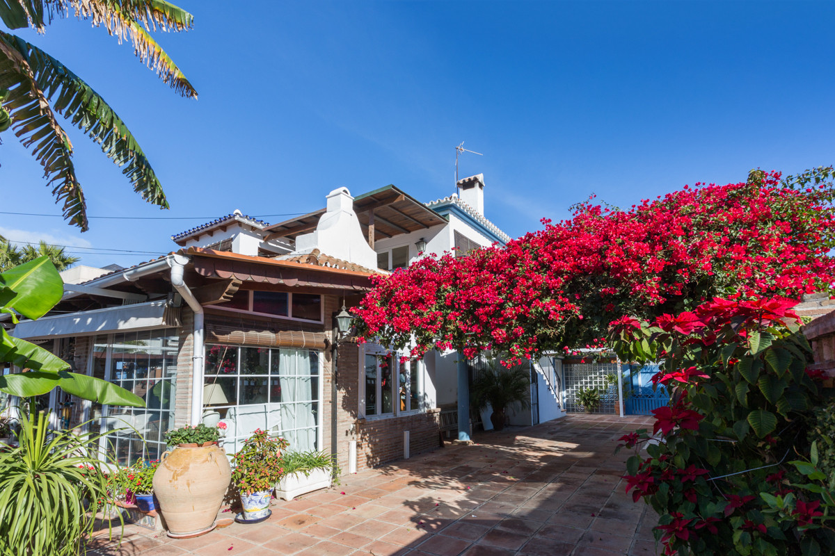 Charming detached villa in residential area at the best location of San Pedro de Alcantara next to t, Spain