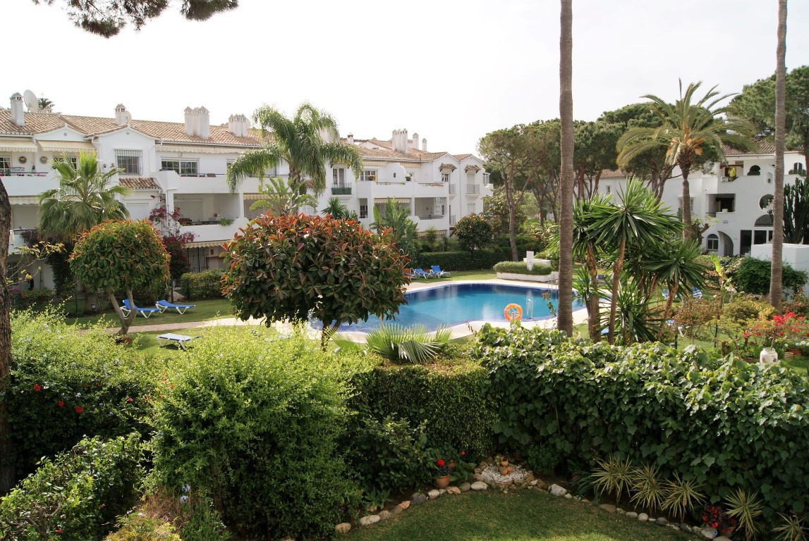 Well maintained first floor three bedroom, three bathroom corner apartment with large double terrace, Spain