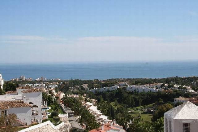 Lovely third floor apartment in Calahonda close to shops, restaurants, bars and transport. The prope,Spain