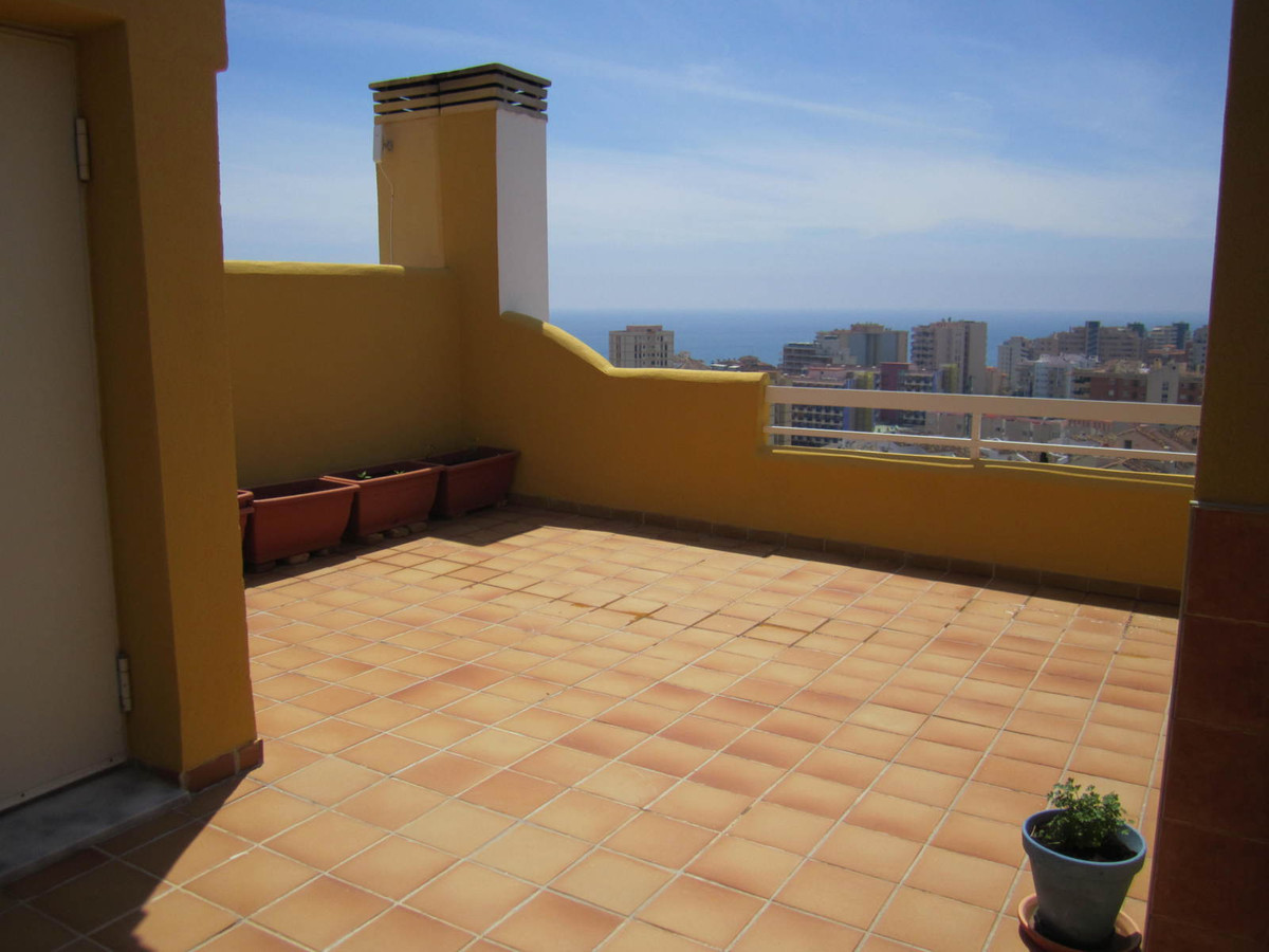 IBI; 450�           Community; 70�/month  Fantastic modern townhouse located just 5 minutes walk to ,Spain