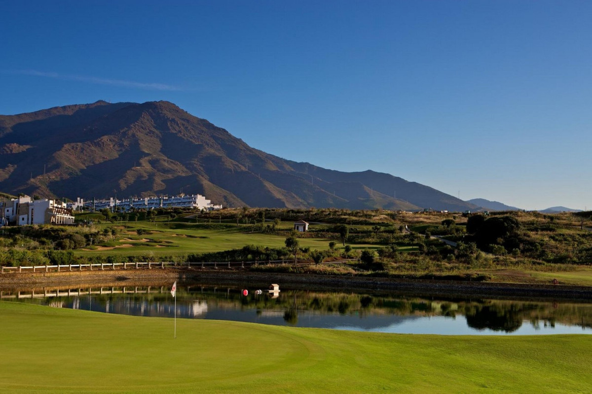 Incredible urban plot for sale, close to schools, located in the same golf course Valle Romano Golf,, Spain