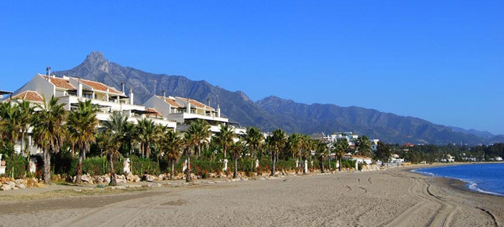 Occupying one of the most prestigous beachfront positions and a moments walk from the glamorous Puer,Spain