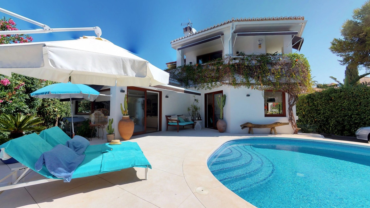 A beautiful 2 level villa located in Marbesa with private pool for €1.500.000, This villa has 3 bedr,Spain