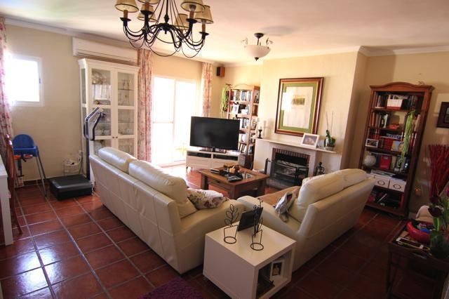 Penthouse duplex in excellent conditions. 5 bedrooms, On suite bathroom, wooden floors. AC hot and c,Spain