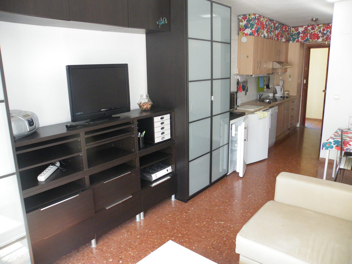 Perfect location for this modernised Studio. just a short walk to all amenities, the beach and publi, Spain