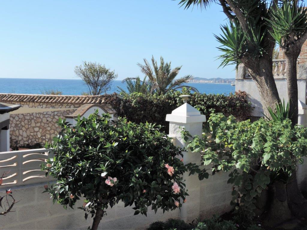 Very nice villa on only one level, situated within walking distance to the beach in Torremuelle. The, Spain