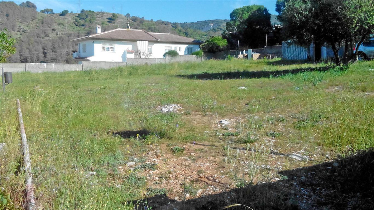 Nice urban plot of 1500m² on the upper part of Pinos de Alhaurin, one of the best developments in Al,Spain