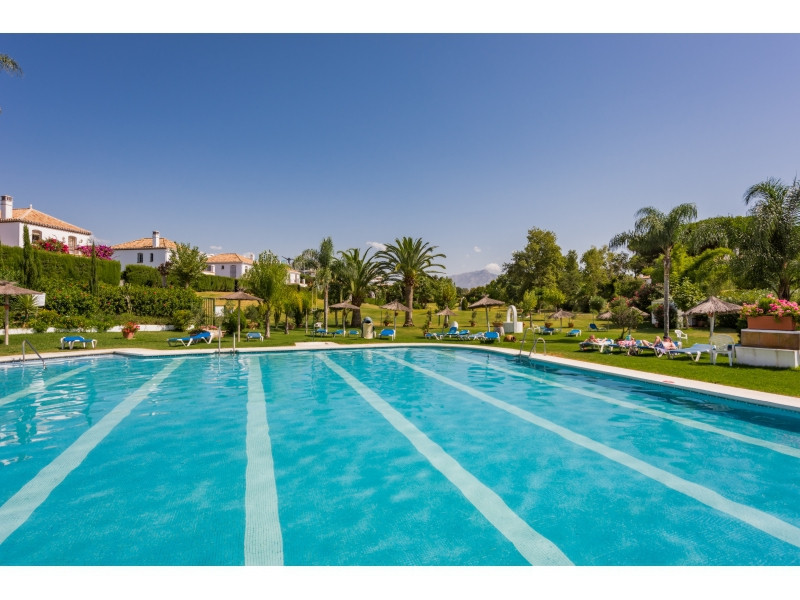 Beautiful townhouse surrounded by immense community gardens and a private road 250 meters from the B,Spain