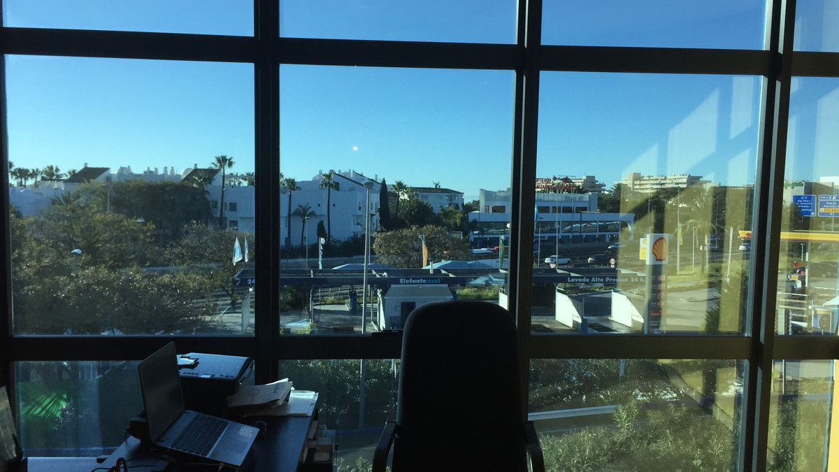 "Looking for a luxury office on a top location? In the Business Center building ""Puerta de Banus, Spain"
