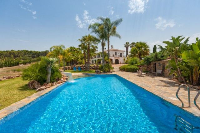 Originally listed for 1,650,000€, recently reduced to 1,290,000€. This spectacular finca is located , Spain