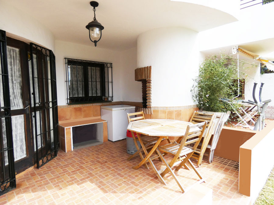 Pretty townhouse for sale in residential area 100 metres from the seaside and a 5-minute walk from t,Spain