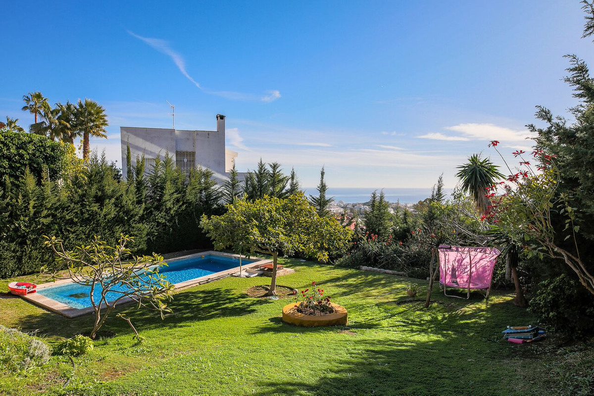 The best views of Benalmadena to enjoy on your plot of 1.254 square meters, in the pool of 40 square, Spain