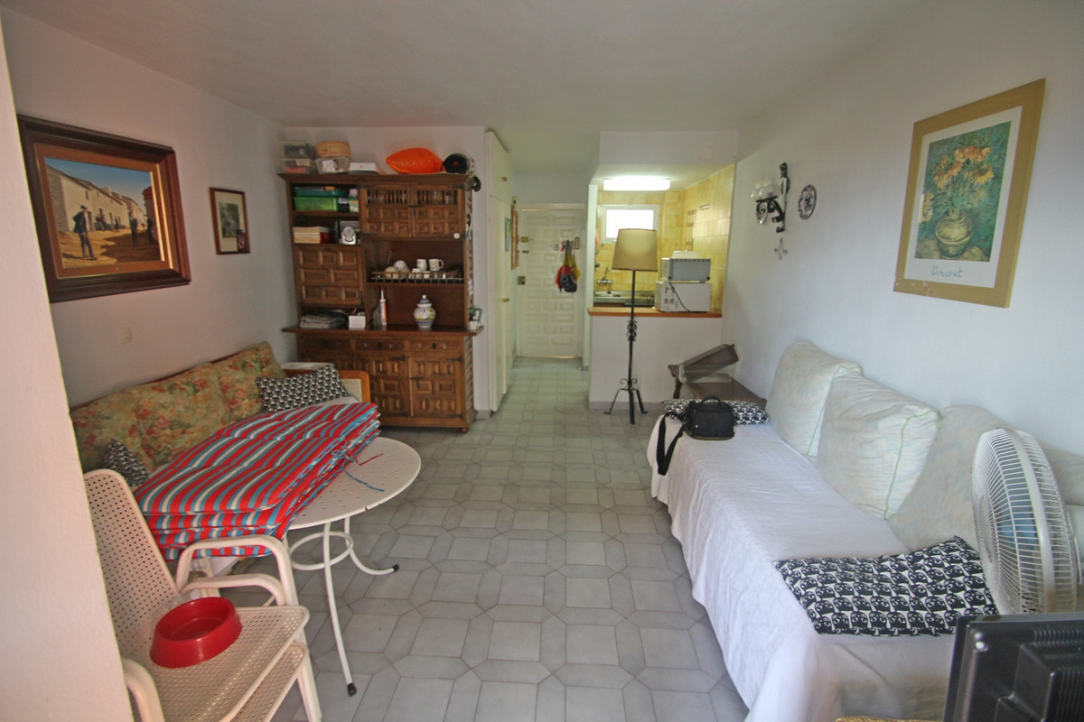Lovely studio apartment with sea views in famous Gamonal area of Arroyo de la Miel. The apartment is, Spain