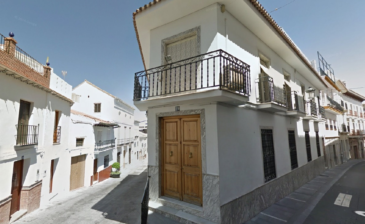 Excellent property located in the centre of the busy village of Alhaurin el Grande, situated on the ,Spain
