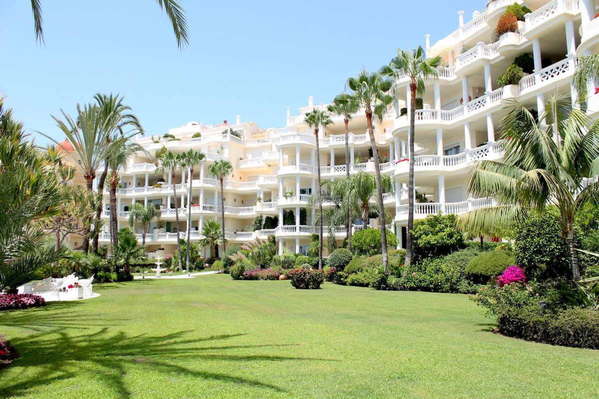 Exceptional apartment situated in a front line beach position in what without any doubt represents  , Spain