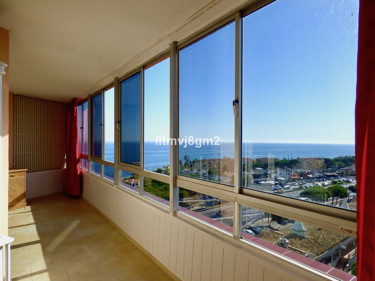 Second line Beachfront apartment in urbanization Viola, Calypso 4 located on the 9th floor and consi, Spain