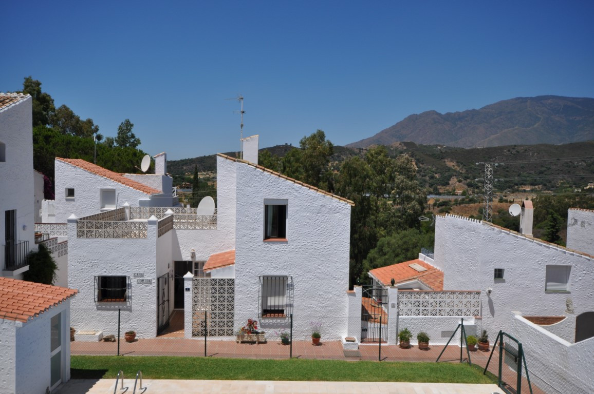 A charming country house set in the tranquil urbanization of Puerto Romano, El Padron, Estepona a mu,Spain