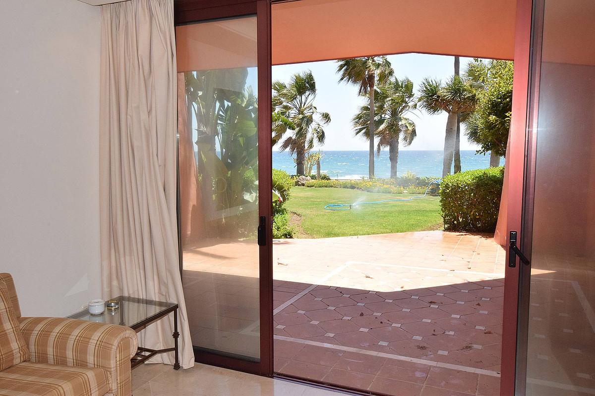 Oportunidad ! Magnifico apartamento en planta baja, en primera linea de playa en urbanizacion de luj,Spain