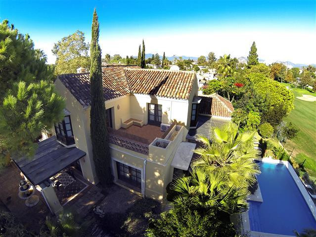 Rustic style villa located frontline golf in Guadalmina Alta. Accommodation comprises, on ground flo,Spain
