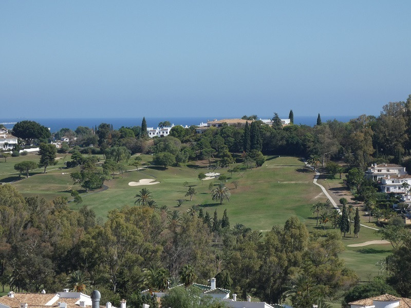 Magnificent plot situated in a very well known residential ares El Paraiso Alto. This plot offers un,Spain