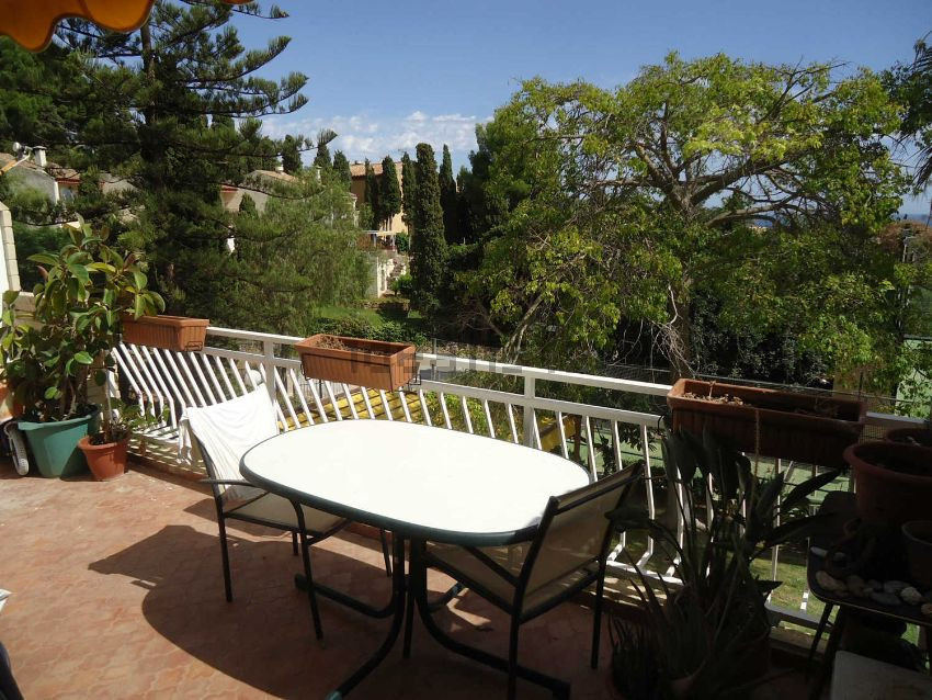 Apartment in the best area of La Herradura, where you can enjoy great views from the terrace. Totall Spain