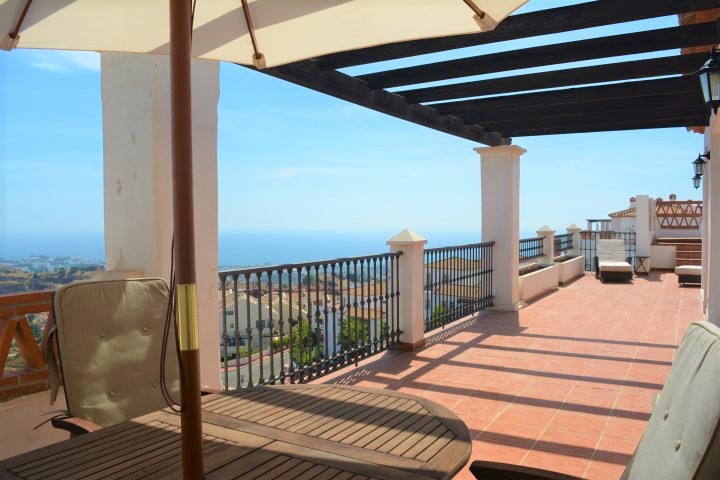 (050)  Spectacular penthouse with 2 bedrooms and 2 bathrooms (one en suite) in Calahonda. Stunning p,Spain