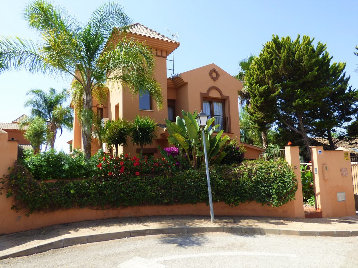 New to the market, this 3 bed, 2 bath detached villa is in the ever popular area of La Sierrezuela. , Spain