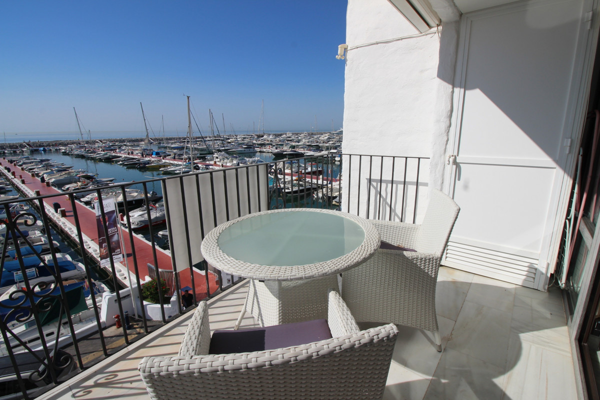 Spacious one beedroom apartment, amazing views overlooking to Puerto Banus. The propertie is situate, Spain