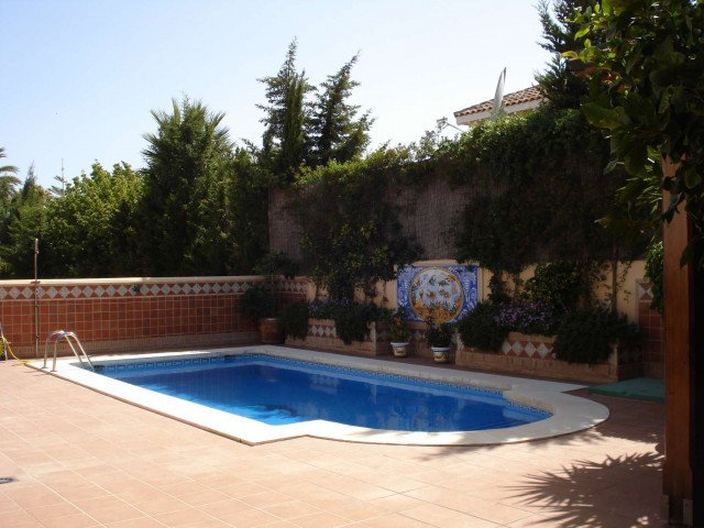 Immaculate 5 bedroomed contemporary villa located in a main avenue in San Pedro within easy walking ,Spain