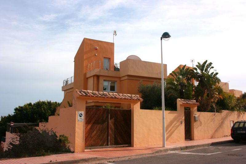 4 BEDROOM VILLA IN LA MANGA. Located in the heart of La Manga, within easy walking distance to both ,Spain