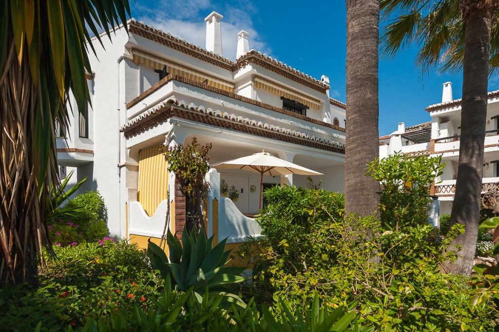 This a beautiful corner duplex apartment with its on private entrance from the communal garden. It b,Spain
