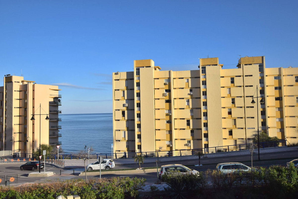 OPPORTUNITY!! Property located in the lower part of Torreblanca, Fuengirola Second line beach within, Spain