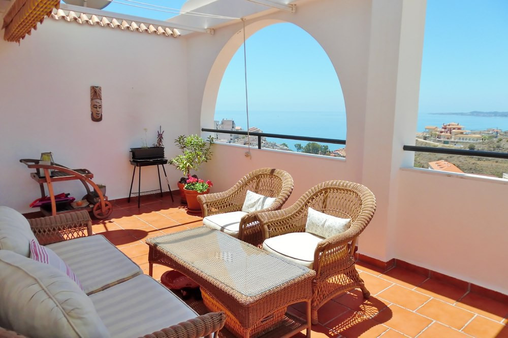 Lovely one bedroom and 1 bathroom apartment with decent sie of the terrace for sale in Nueva Torrequ,Spain